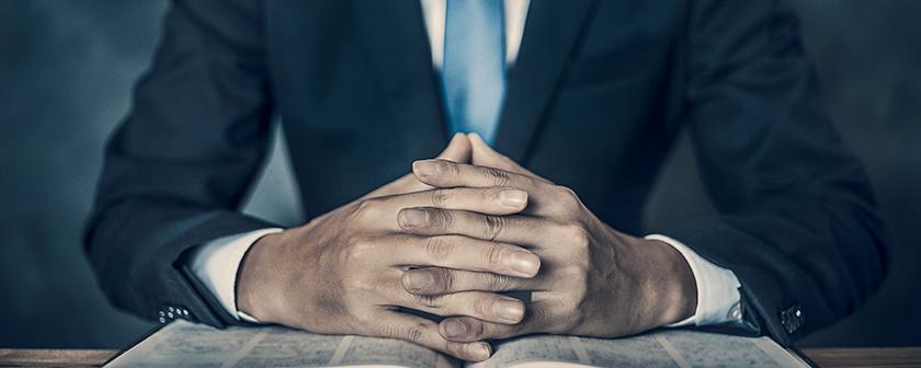 国選弁護人を務める男性のイメージ